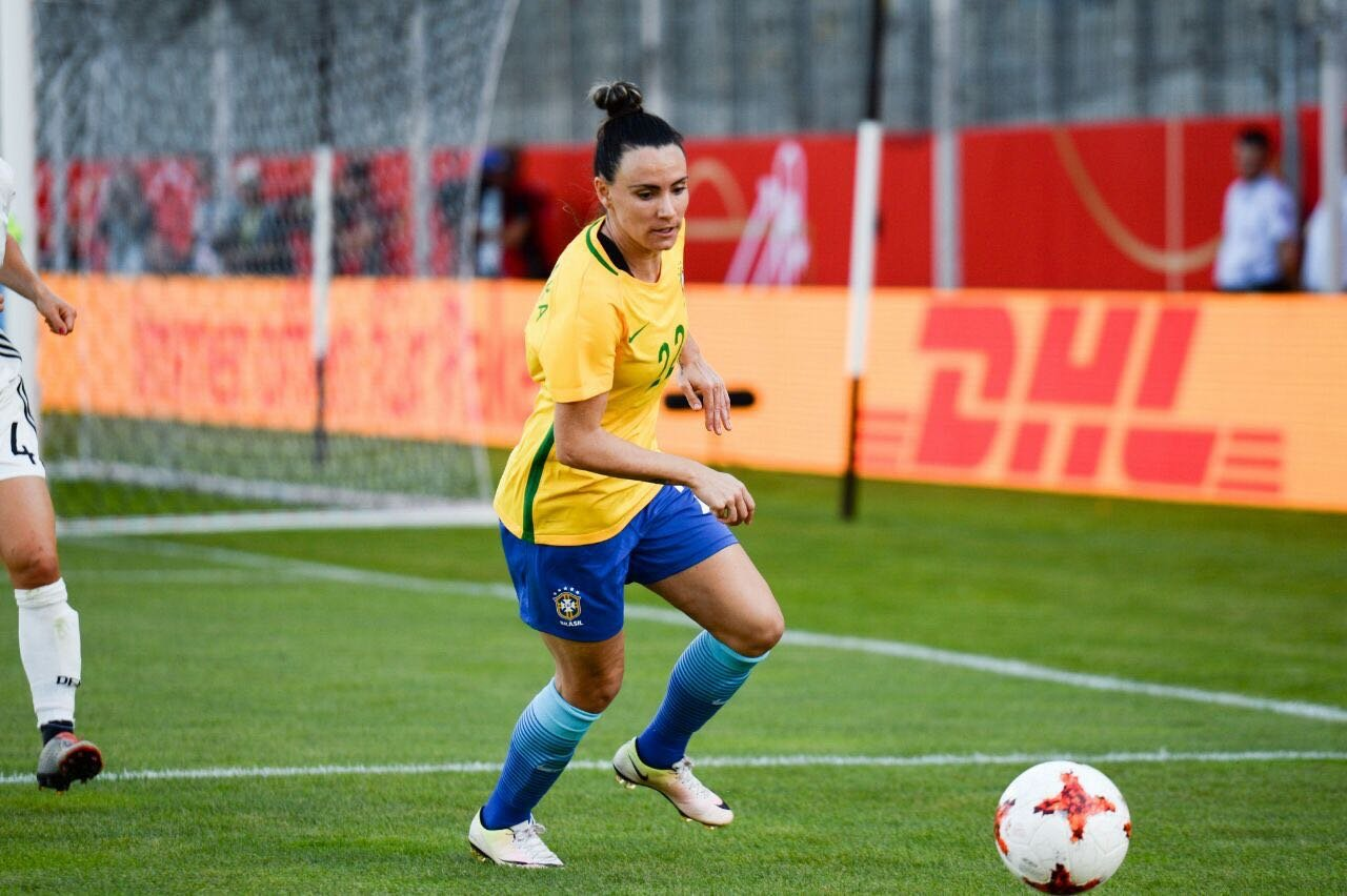 f2b8e0317b Futebol feminino  Conheça a portonense que joga no Corinthians e na Seleção