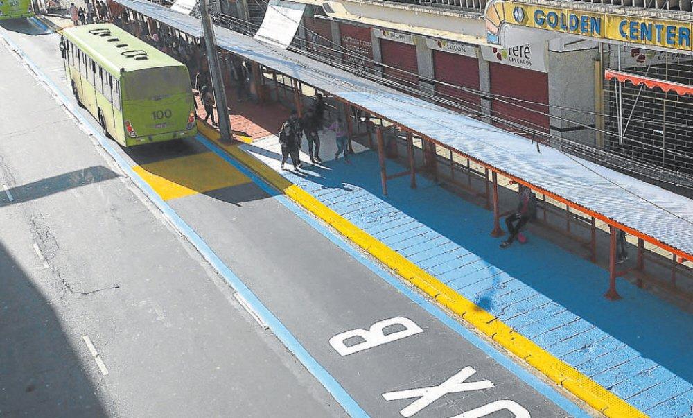 7c4660aba96 Vermelho e azul  linhas foram divididas em dois grupos para agilizar o  embarque