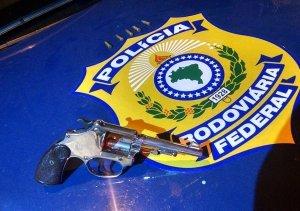 Prf prende dupla com arma em carro roubado na br 116 prf for Interior y policia consulta de arma