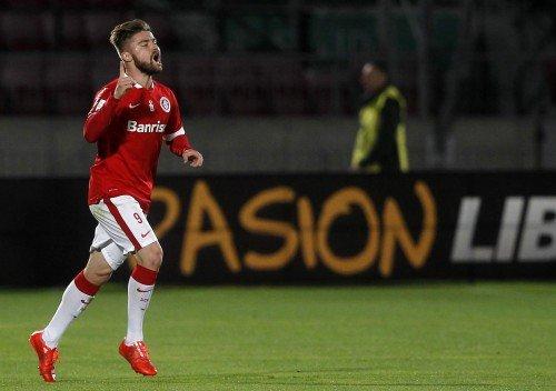 Sasha marcou o segundo do Inter diante do Universidad do Chile