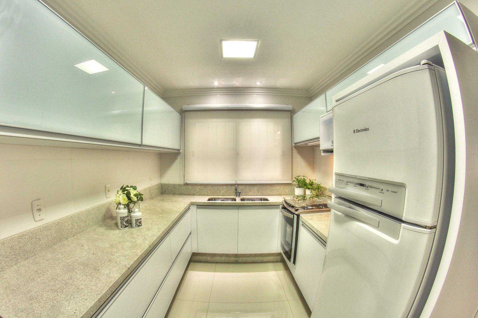 brancos para os pequenos espaços Aposte nos móveis brancos para  #505D32 1920 1280