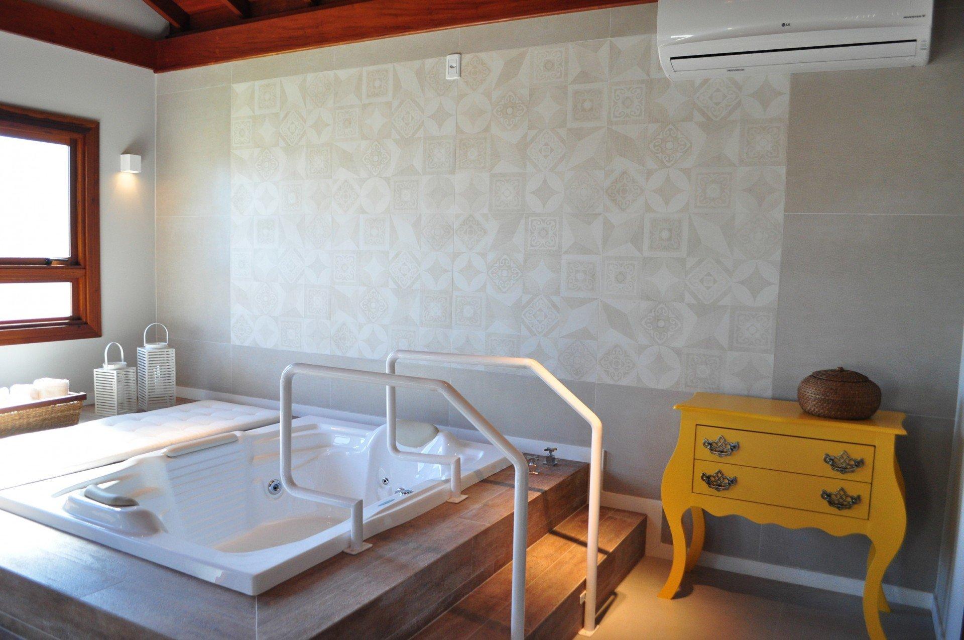 Imagens de #A56D26 Casa em Taquara ganha espaço de 69 m² com cinema sauna e banho de  1920x1274 px 2920 Box Banheiro Gravataí