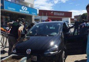 Veículo da vítima colidiu contra um canteiro na Avenida Brasil, no Centro