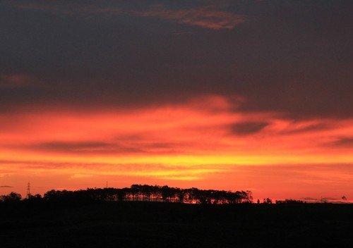 Antes da chuva prevista para o fim de semana, o céu ficou colorido com o pôr do sol