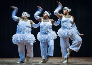 Bailarinas conseguiram transformar seu problema em uma proposta estética