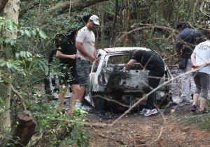 Identificação do corpo encontrado em carro queimado deve levar um mês