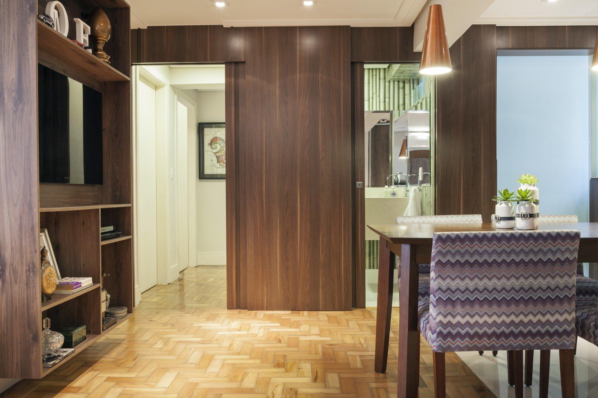 Reforma valoriza o piso de parquet no ap masculino for Sala de estar segundo piso