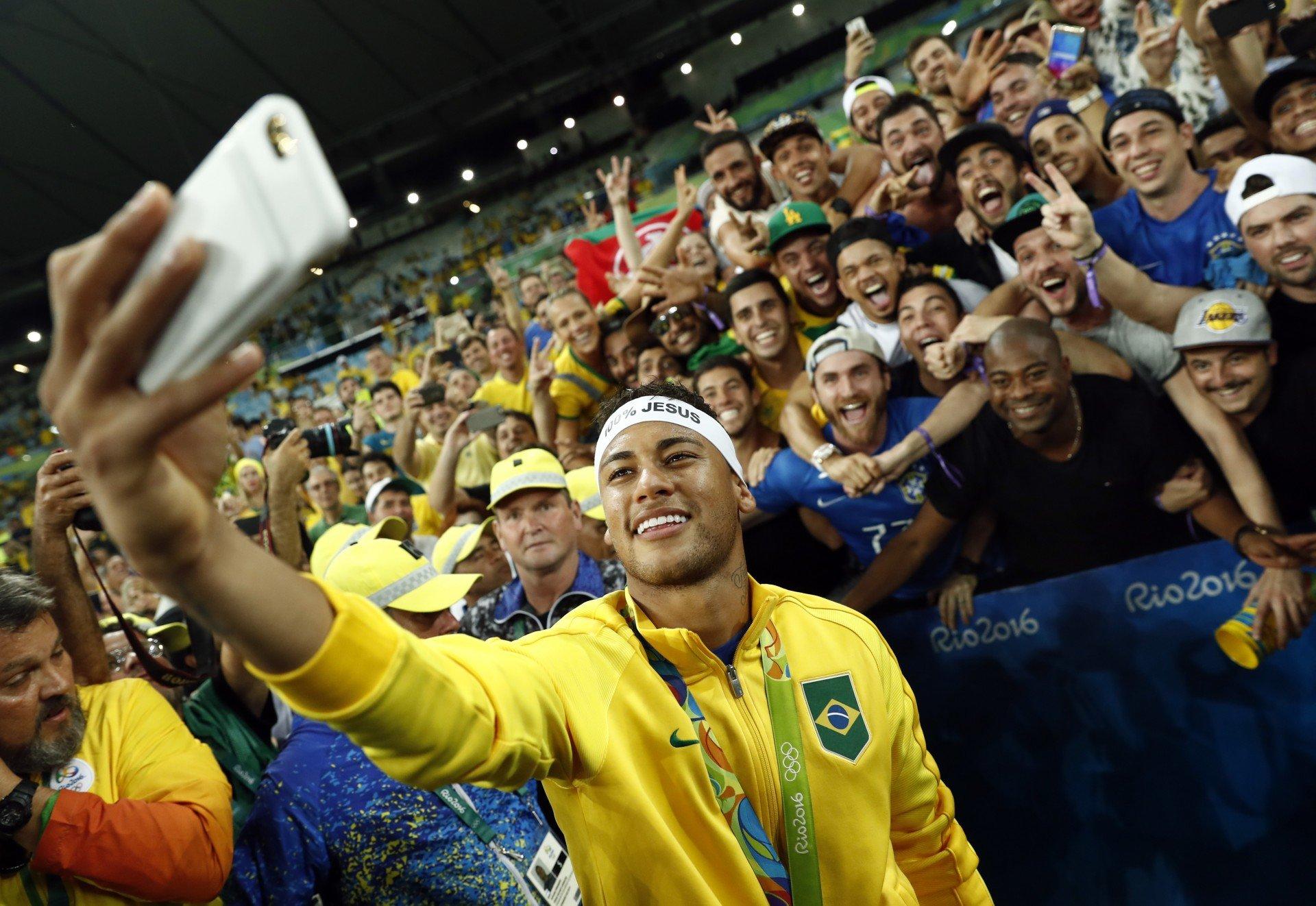 403cf771bf Com um gol no tempo normal e cobrando o pênalti decisivo, Neymar foi o nome