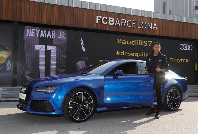 Jogador Neymar escolheu o carro para seu uso na Europa