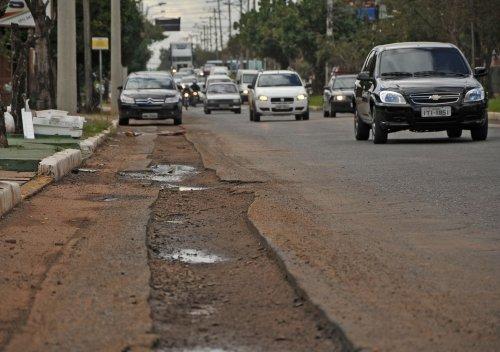Obra de adutora na Boqueirão deixa rastros no asfalto