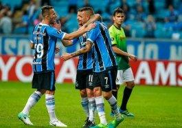 Jogadores do Grêmio comemoram goleada e classificação na Libertadores