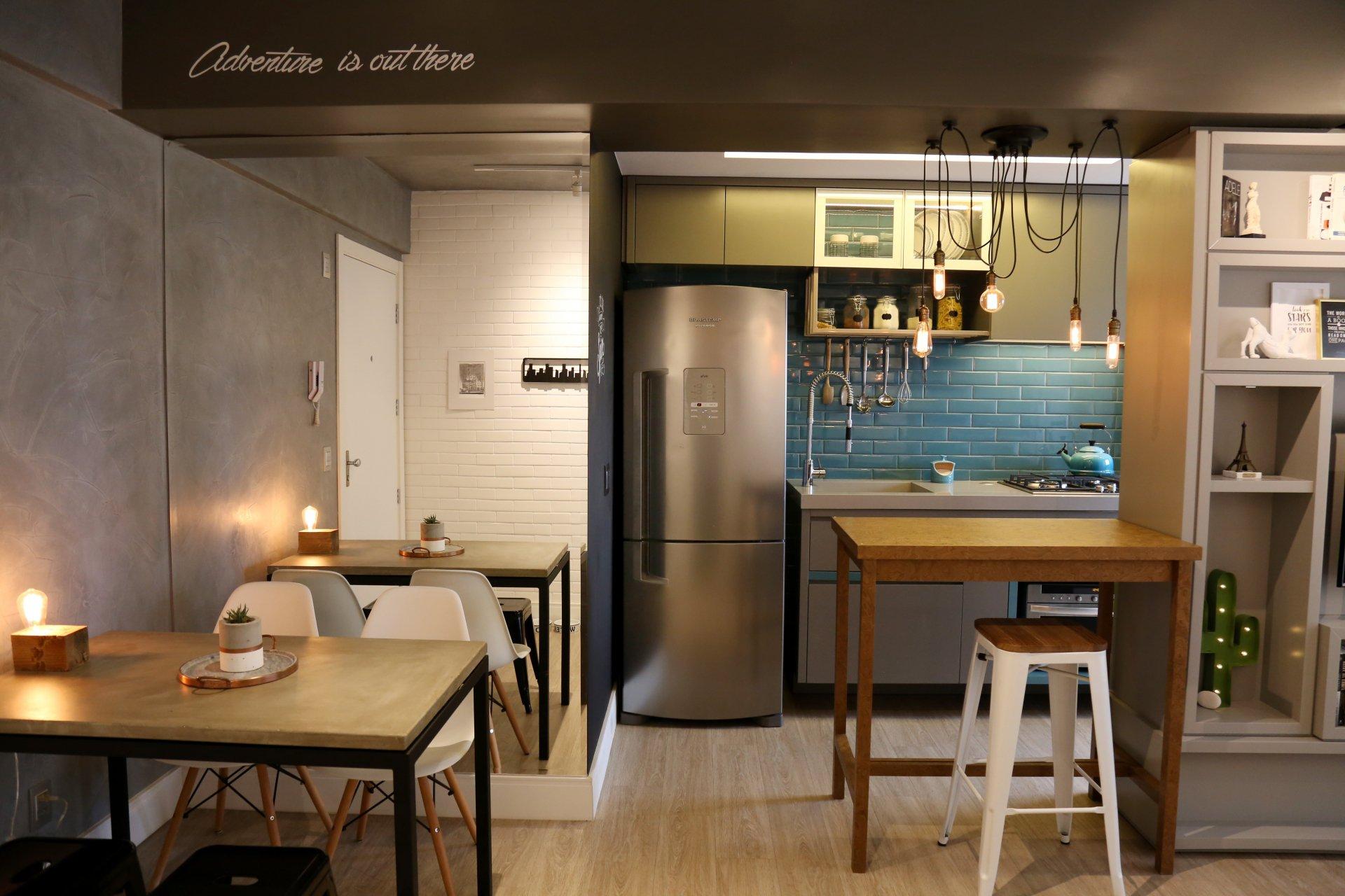 Apartamento @apt1002 de 54 m² em Porto Alegre, com vista para o Guaíba, é referência no Instagram a partir de soluções criativas para otimização de espaço no primeiro apartamento.