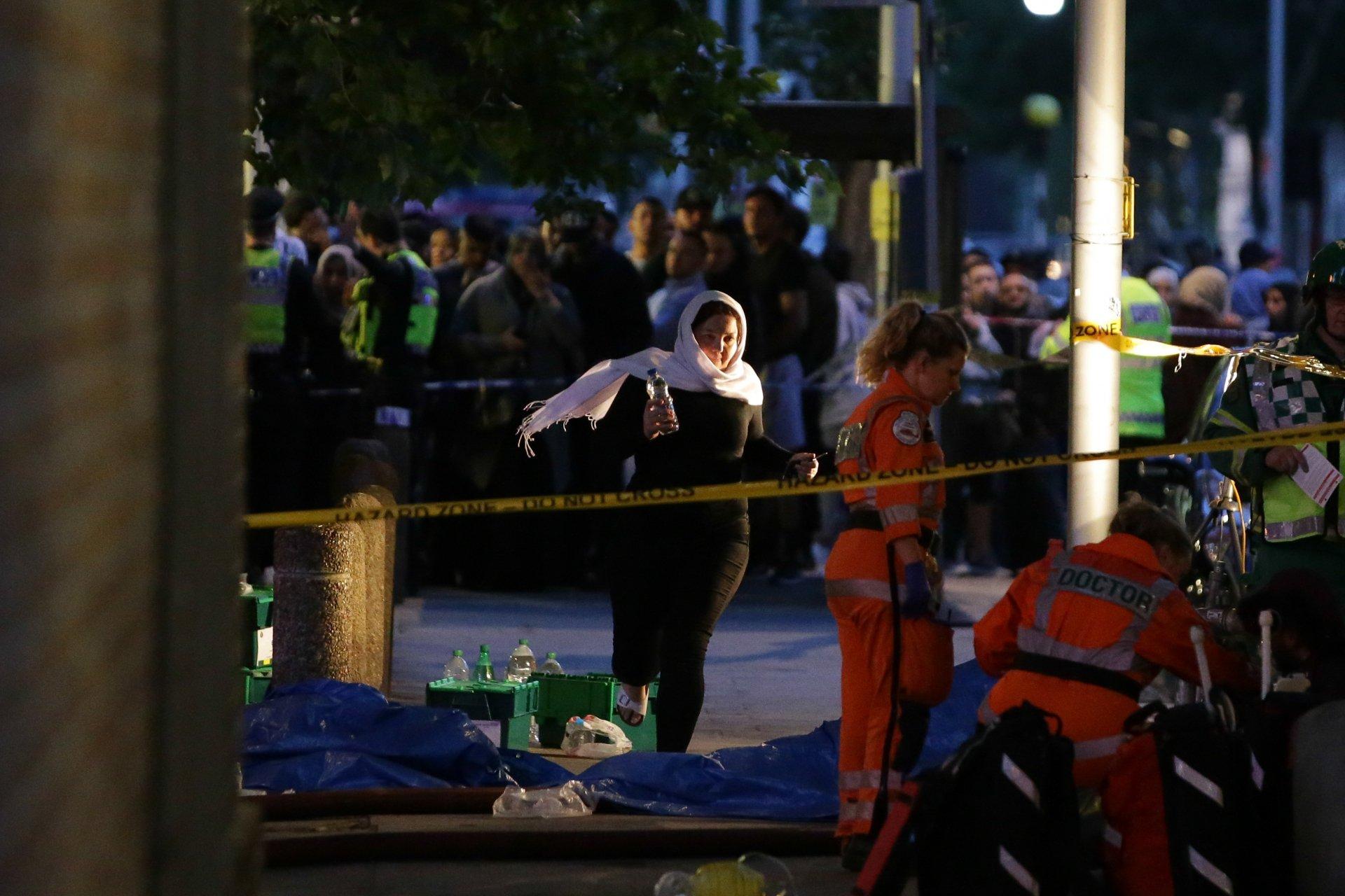 Primeira-ministra britânica receberá as vítimas do incêndio de Londres (oficial)