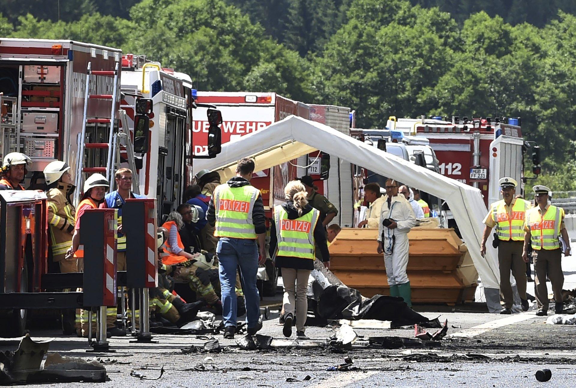 Acidente com ônibus deixa 18 mortos e 30 feridos na Alemanha