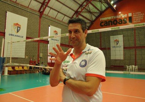 Marcelo Fronckowiak não está mais no comando do Vôlei Canoas