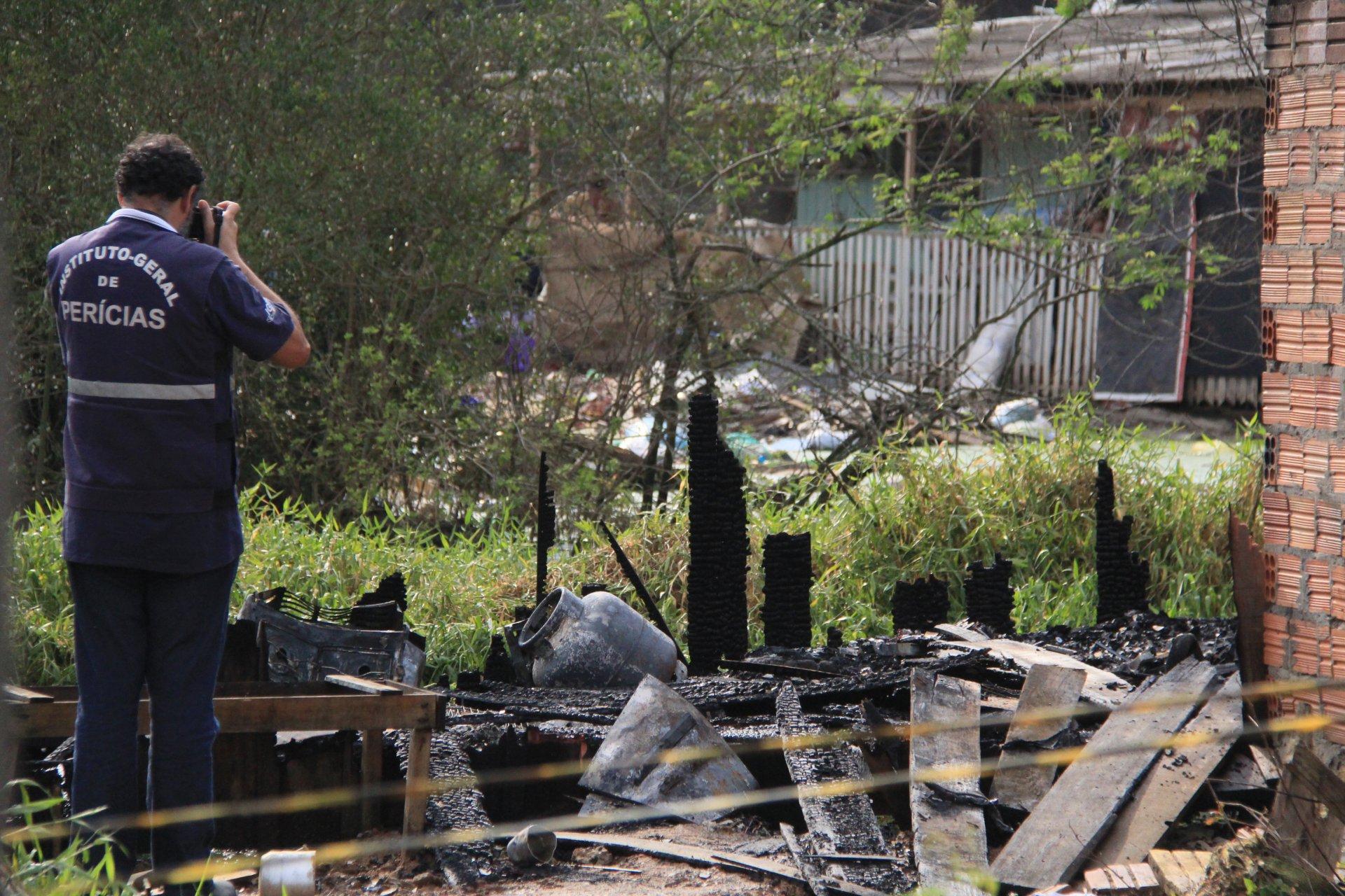1899d933b5f Mulher morre durante incêndio em casa no Santos Dumont