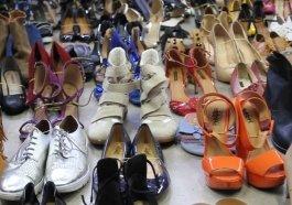 Projeto conserta sapatos arrecadados para doá-los a quem precisa