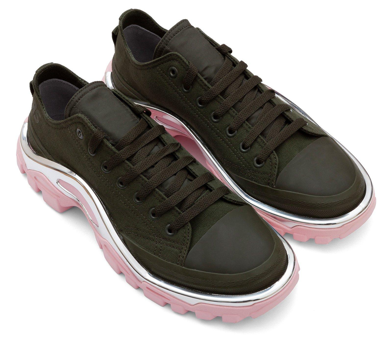 separation shoes fc7aa 63b7b Vale lembrar que a parceria do estilista com a fabricante esportiva já  lançou modelos icônicos, como Ozweego, Raf Simons X Stan Smith e Terrex.