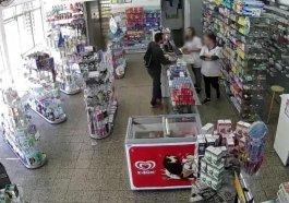 Câmeras de segurança flagram momento em que bandidos assaltam farmácia