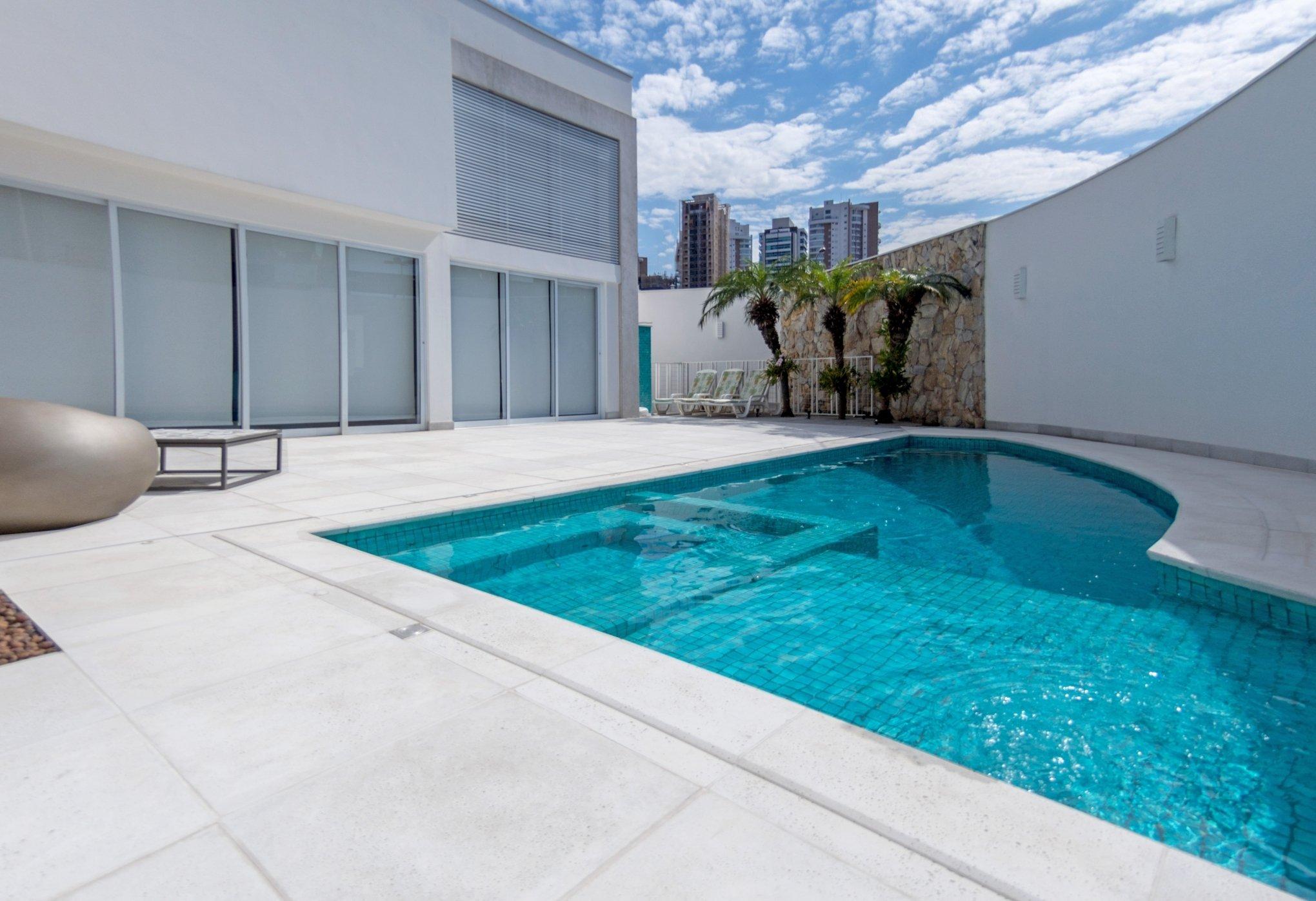 Pisos para piscinas , pisos beira-mar