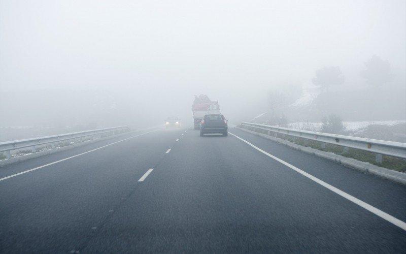 Estradas com neblina  , serração