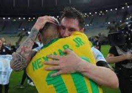 Imagens de abraço entre Neymar e Messi viralizaram após a partida