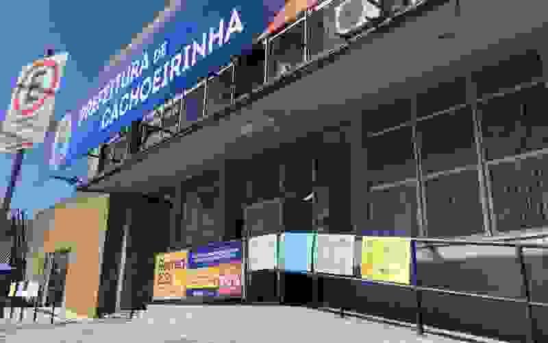 Após mais um atraso no salário por parte da empresa terceirizada cozinheiras entraram em greve em Cachoeirinha